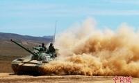 新疆军区某师组织合成营实兵对抗演习