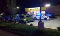 """美国""""裸体""""枪手在华夫饼店内开枪后逃走 致3死4伤"""