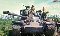 老照片:对抗越南游击队的美国大兵