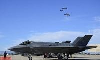 """难得一见!F-22""""野马""""""""佩刀""""三世同堂一起飞"""