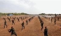 风起尘扬!64名武警战士1分钟应急棍术大演练