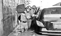 大兴 桥下积水困4人救援队背扶相助