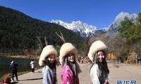 【高清】云南丽江:玉龙雪山蓝月谷吸引游客