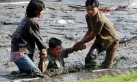 印度尼西亚山洪暴发,已造成?#36797;?2人死亡