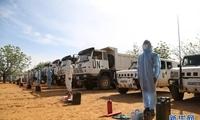 中国赴苏丹维和工兵分队通过撤离前装备核查