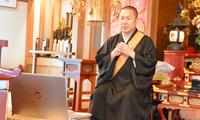与时代同步 日本僧侣利用视频会议软件举行线上冥想会