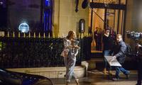 席琳·迪翁情人节忙不停 银色亮片西装太惹眼!