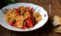 辣椒炒南瓜花:餐桌上的花香滋味