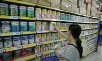 """中国婴幼儿奶粉迎""""大吃小、强吃弱""""市场竞争"""