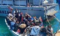 移民持续登陆 意大利兰佩杜萨岛安置点聚集超千人